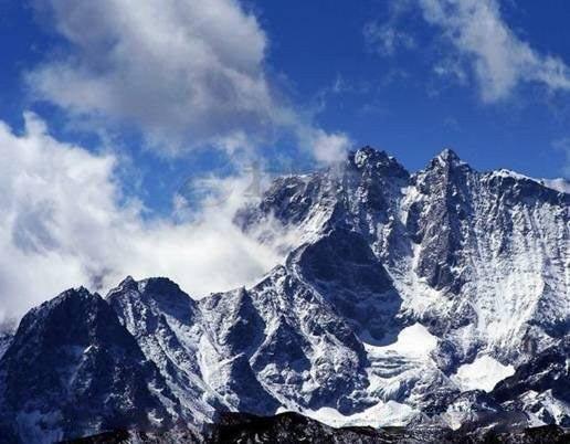 《梨花颂》成都、金川梨花、丹巴、四姑娘山、甲居藏寨双飞5日游