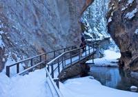 【冰雪狂欢】雪鞋漫步、班芙温泉、路易斯湖、冰走峡谷、落基山9日游