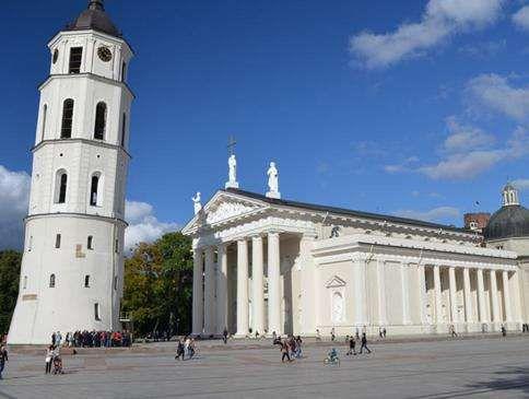 大教堂广场旅游