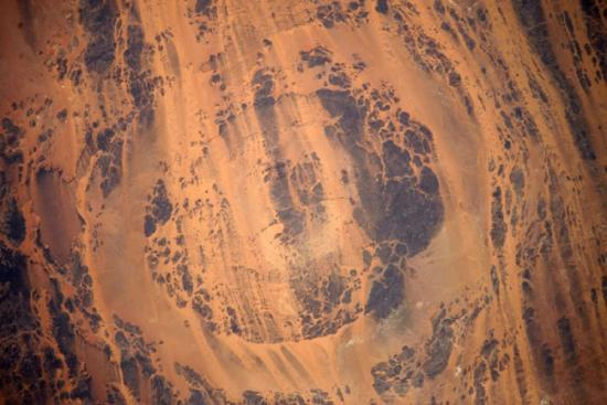 乍得湖奥隆加陨石坑