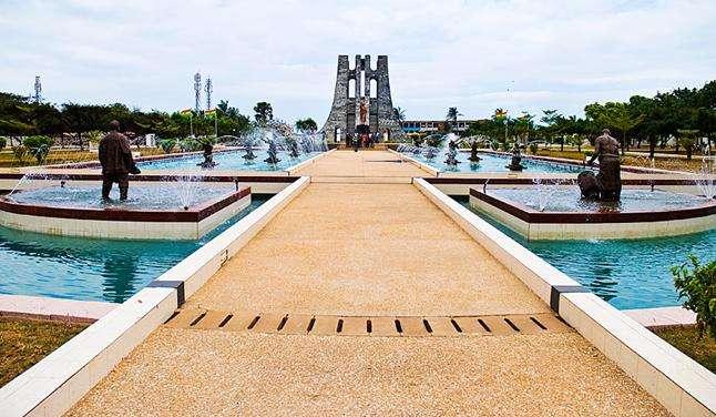 恩克鲁玛陵墓旅游