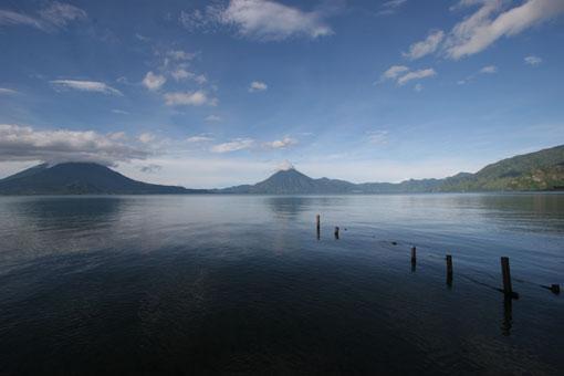 阿蒂特兰湖旅游