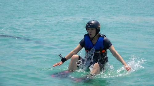 水上飞行——花儿与少年毛阿敏迪拜之旅娱乐项目