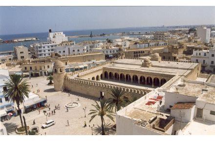 跟突尼斯旅游团去了一个非常美丽的小镇西迪布赛